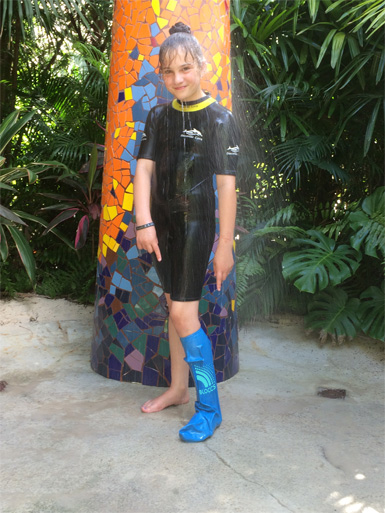 picture of girl at Discovery Cove in Orlando wearing a bloccs protector on her leg